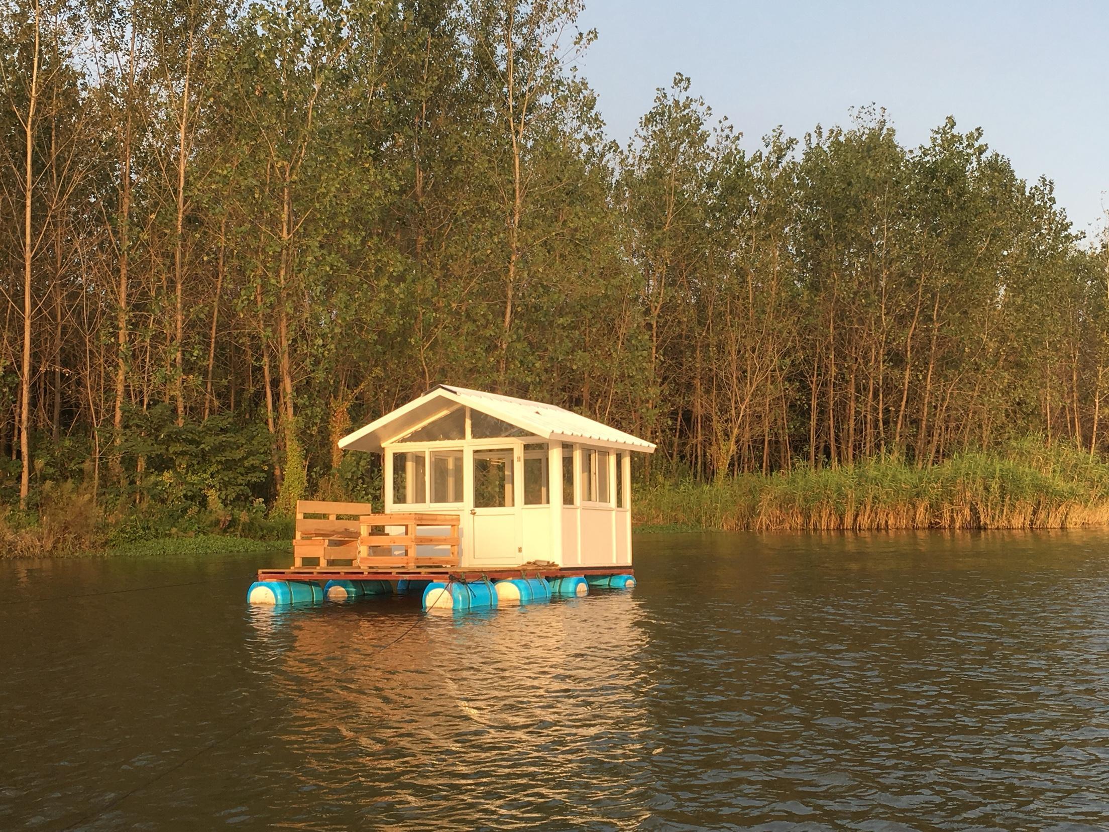 渌洋湖湿地公园附近水上私密船屋