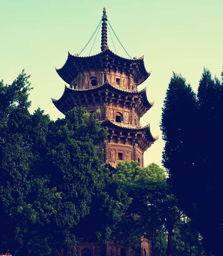 东西塔也称双塔,位于鲤城区西街开元寺内