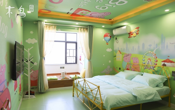 小豬佩奇親子情侶主題大床房