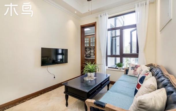黃金海岸阿那亞湯泉首領別墅三室一廳1.8米大床兩張1.5、1.2各一張可住9人。