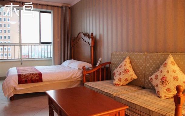 南戴河中心地段緊鄰海上樂園紫瀾香郡情侶大床房
