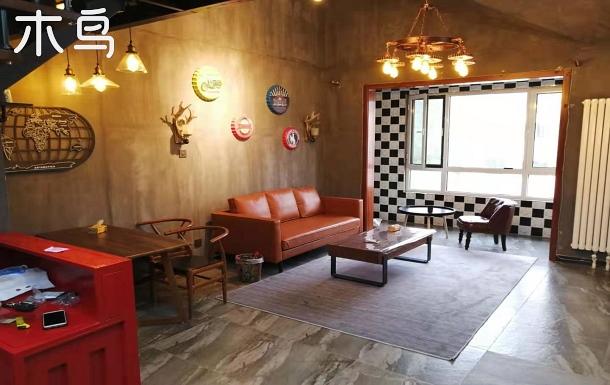 精品工業風民宿位于八達嶺長城附近,距世園會10分鐘車程,交通便利環境優雅風格獨特