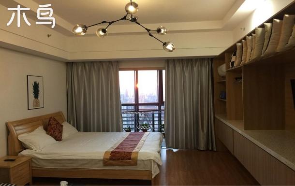 相城大道大床房,現代簡約,高層落地窗帶陽臺近地鐵2號線!