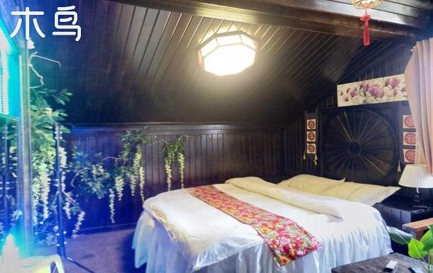 鳳凰古城云樓愛琴海一室圓床房