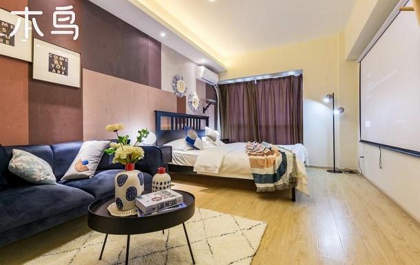 《梵谷&民宿》空調高清投影房2106
