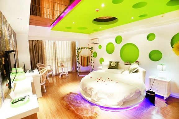 万达广场附近 精装公寓 绿野仙踪 圆床房