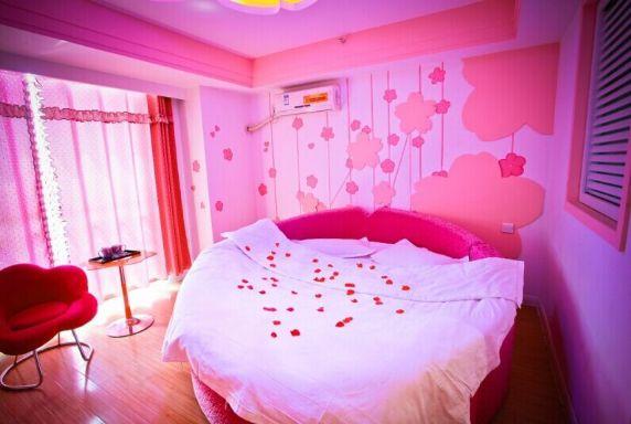 万达广场附近花之恋主题大床房