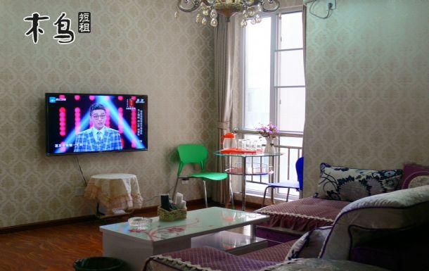 现代化装修风格,房间内部温馨舒适