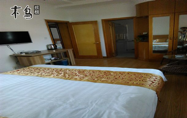 青岛五四广场豪华家庭套房(2间卧室)