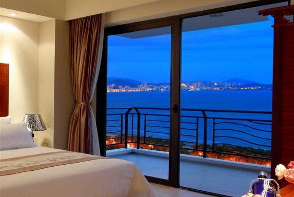 三亚湾椰梦长廊附近紧邻海边两房一厅家庭海景套