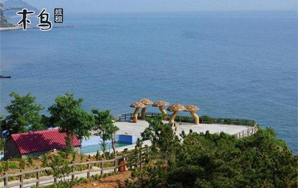 4公里,需乘坐出租车至蓬莱港客运站,再乘船至长岛.