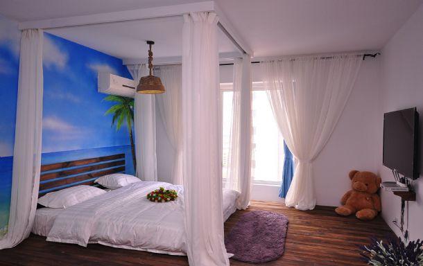 创业园华龙路沿线红枕豪华主题公寓海景豪华套房