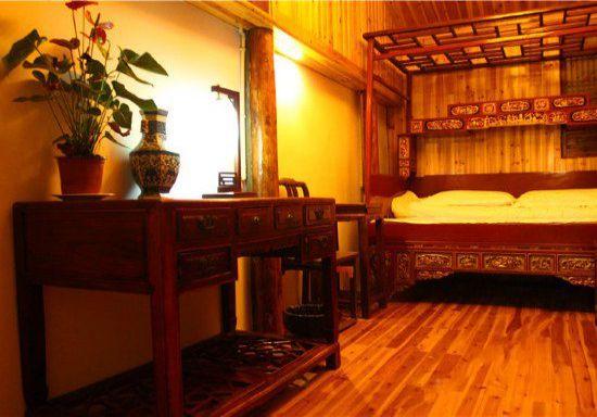 宏村景区内 雕花大床房