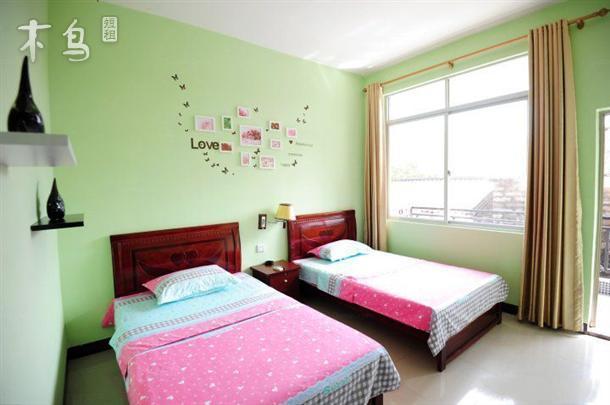 一室   整租   可住2人立即预订 北部湾广场附近标准间 一室   整租