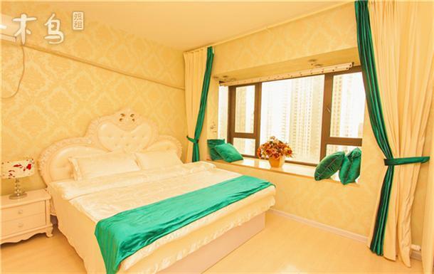 70平的大客厅超大落地窗设计,躺在房间里就能看到外面的大海,提供标准