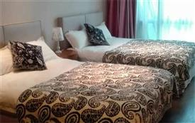 蓝天港湾城景舒适双床房