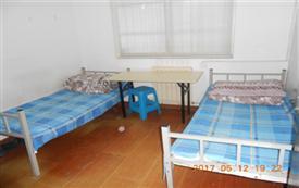 两张单人床的两人间 房间宽敞 ...