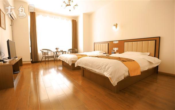 大床房 一室   整租   可住2人立即预订 新华联广场 舒适标准间 一室