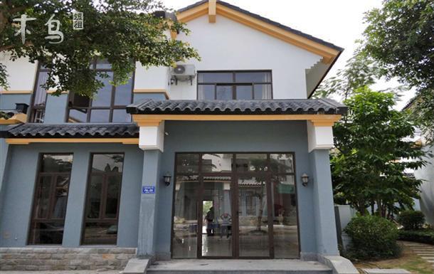 三亚市海棠湾 龙海风情小镇 5房2厨3卫别墅套房