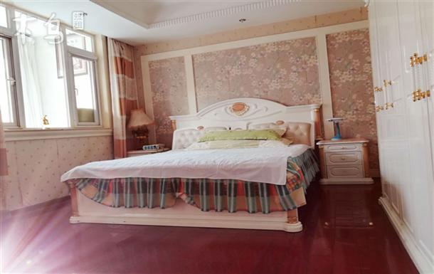 东丽别墅区欧式温馨家庭房