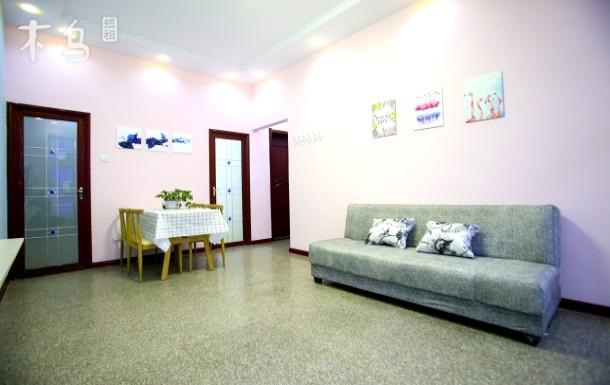 兩室一廳坐落于美麗的海濱城市,依山傍海,歡迎各地朋友入住