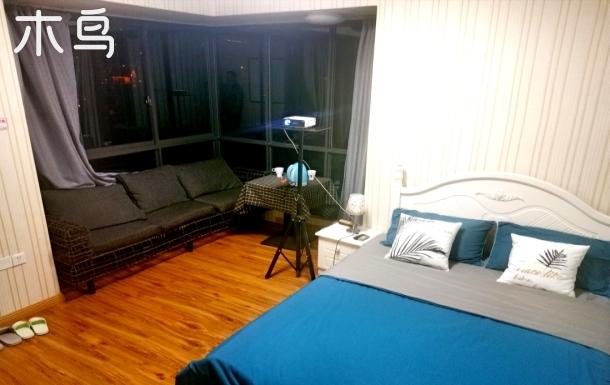 南滨路喜来登旁江景房大床房投影仪单人间