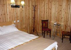 海螺沟温泉附近的木屋人家短租房