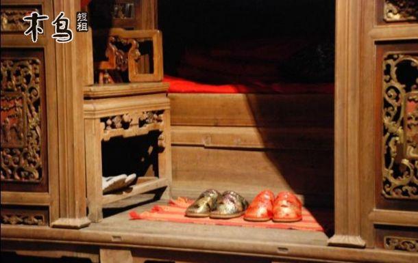 欧式实木床头柜孔位图