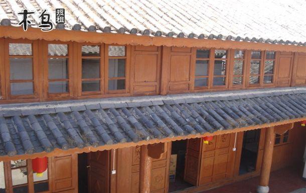 客栈由传统的白族木式老房子改造而成