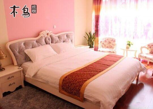 青岛快乐 度假公寓浪漫爱情大床房
