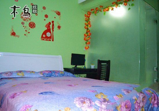 凤凰沱江附近 青年客栈 温馨电脑大床房