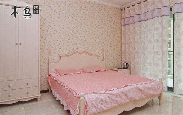 东湖与长江之间 家电齐全温馨古典大床房