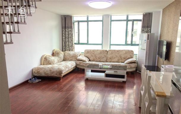 临海复式舒适两居精装公寓