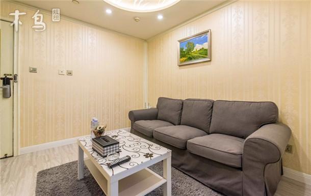 南京西路舒适豪华一房一厅套房