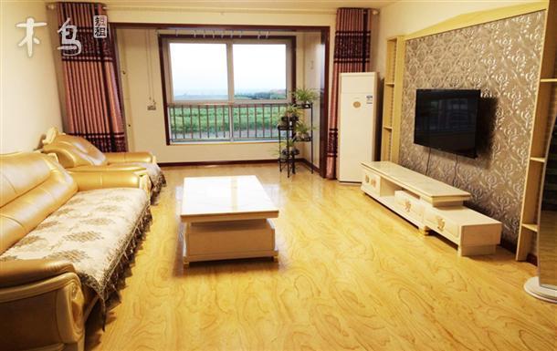 坐拥金沙滩、银沙滩、石雀滩、超大海景三居室