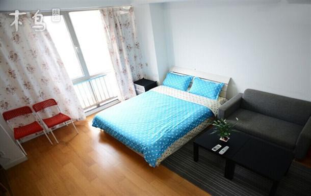 上海世博园博览中心 万达广场时尚精品大床房