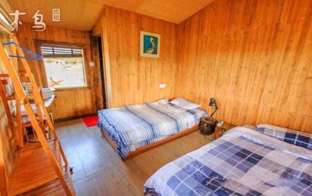 涠洲岛、位于贝壳沙滩中部位置贝壳标准房珊瑚双床房