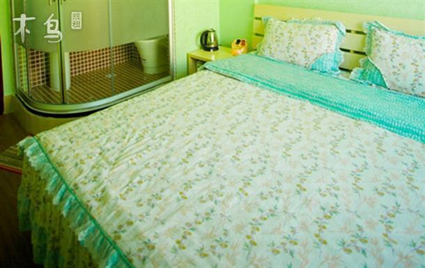 紧邻三亚市区大东海景区园景飘窗大床房
