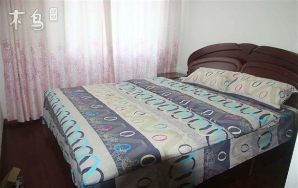 近欧尚超市/钟南街地铁的精装四居的大床房单间