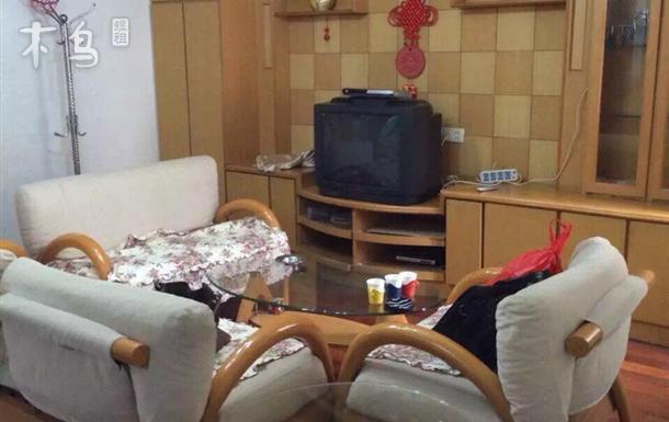 三居室 房间和客厅都有空调 管道煤气 可做饭