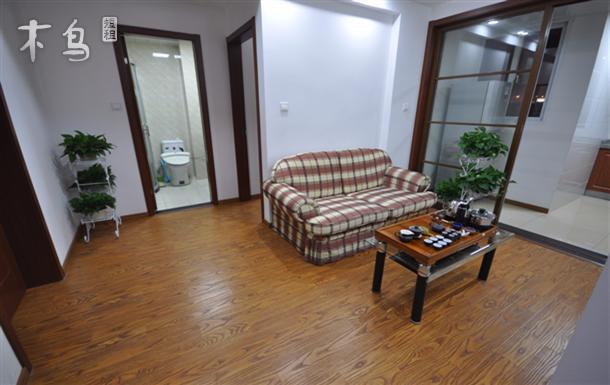 虹桥机场火车站国展附近三室一厅温暖套房