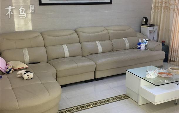 房间位于浦东国际机场旁的惠南小镇