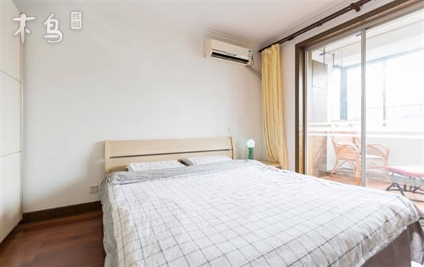 浦东2号线 广兰路 舒适房间大床房 南向带阳台