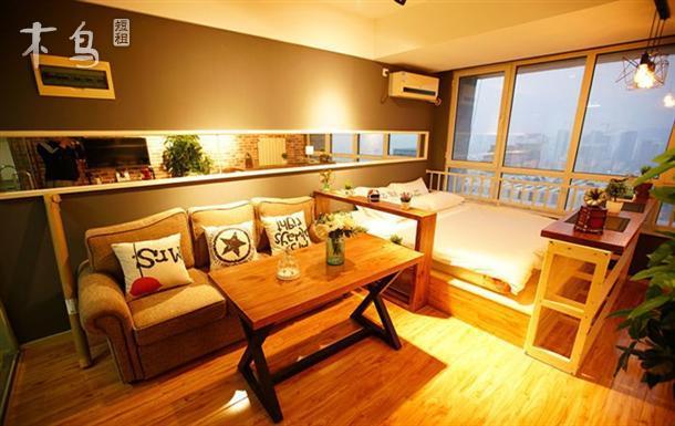 万达咖啡情调主题精装公寓 都市夜景大床房