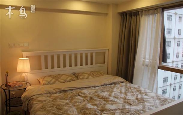 外滩 南京东路 白色北欧阳光大床房