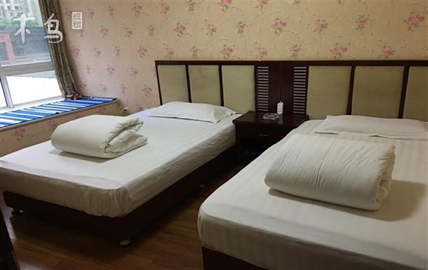 成都东站 三圣乡樱花街 舒适双床房带空调