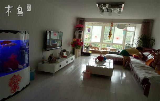 能做饭,厅和卧室均有独立空调,有WiFi有电视。