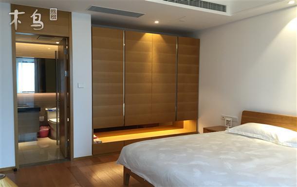 金鸡湖畔高端商务公寓 全景落地窗地铁口阳光房