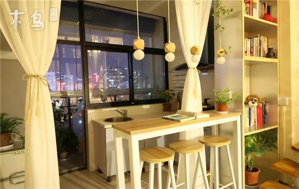 老-迷你Loft-市中心江汉路地铁口 双阳台 温馨2卧
