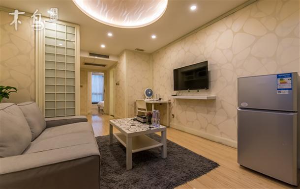 南京西路地铁2号线商务豪华套房一居室